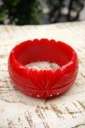 Genevive thick carved fakelite bangle Red(レトロ ヴィンテージアクセサリー バングル レッド)