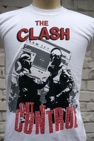 画像2: THE CLASH Short Sleeve  T-shirt Out Of Conrol(ザ・クラッシュ80s リプロ・ツアーTシャツ)