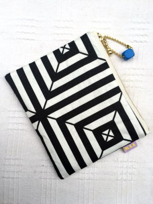 画像1: SMALL FABRIC POUCH RETRO SQUARE BLACK WHITE PATTERN (レトロ柄ファブリック ポーチ)