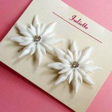 他の写真1: Vintage White diamante flower Clip on earrings (ヴィンテージ ディアマンテフラワー イヤリング)